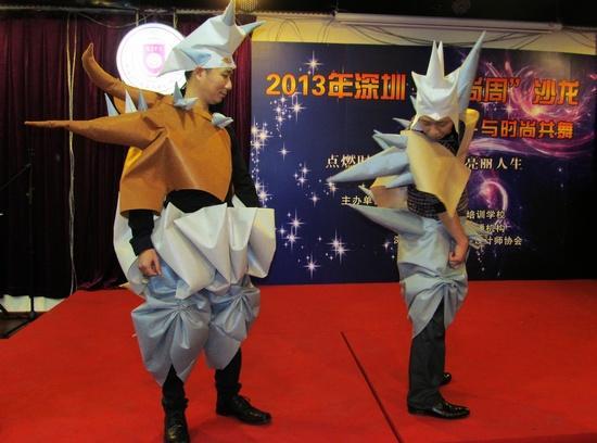 """由香港服装学院高研班几位学员设计制作的一组""""怪兽""""系列创意服装设计"""