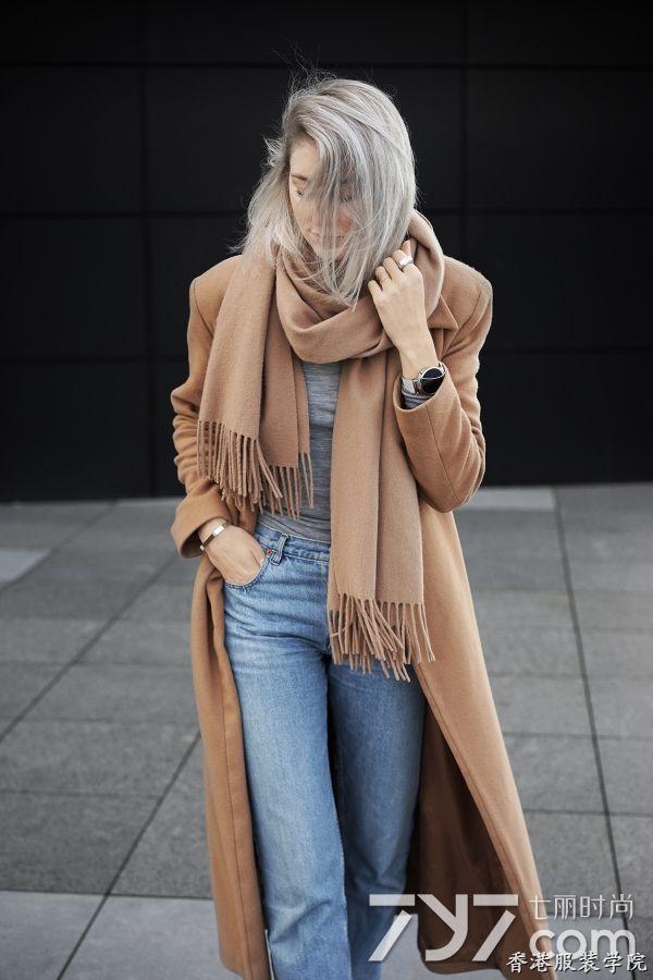 卡其色大衣配什么颜色围巾?