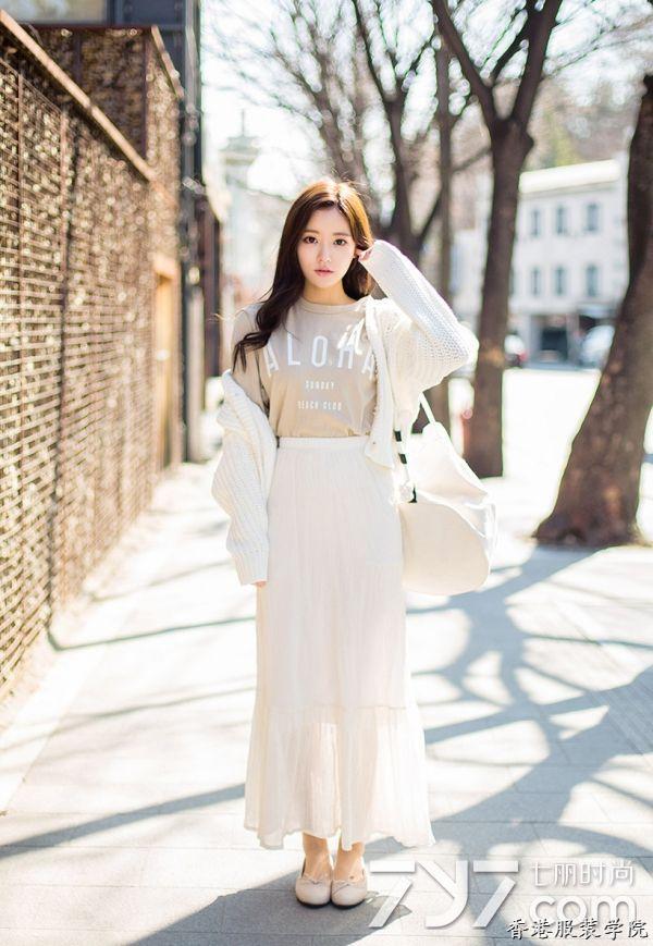 女生白色夹克搭配