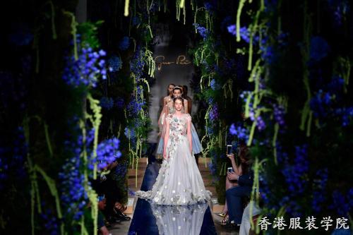 来源:香港服装设计专业学院  点击:   2017年7月2日,在巴黎