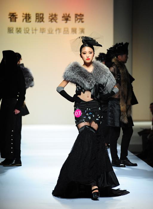 来自香港知名服装设计师何建华先生对于香港服装学院与时俱进,积极